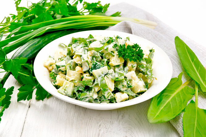 Рецепт интересного салата из свежих огурцов и яиц