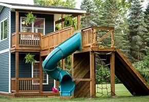 Дочки попросили отца построить домик для игр — а получился целый особняк