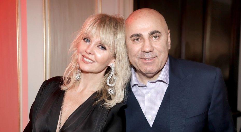 «У нее была выбита челюсть»: муж Валерии рассказал ожизни певицы сАлександром Шульгиным