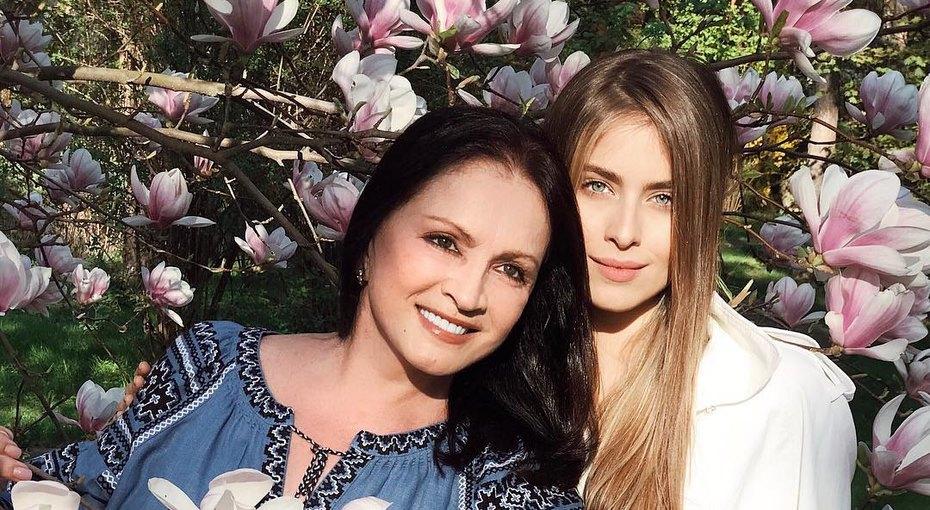 17-летняя внучка Софии Ротару снялась топлес воткровенной фотосессии