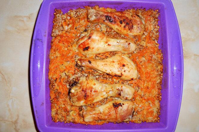 Куриные голени с гречкой в духовке