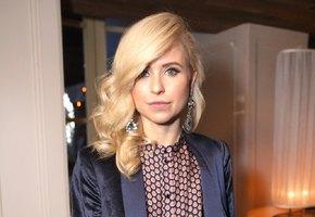 «Выросла папина дочка»: Мирослава Карпович выложила фото топлес