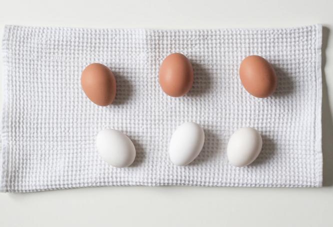 Яйца красные или белые