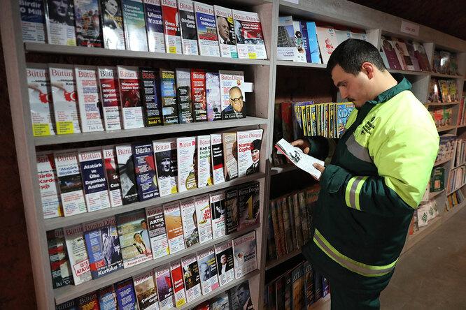Уборщики мусора годами собирали выброшенные книги — ирешили открыть библиотеку