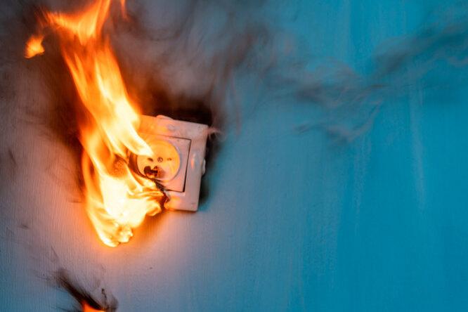 Тихая угроза: 10 неожиданных (но частых) причин пожара вдоме