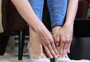 Самый эффективный способ растянуть новую обувь