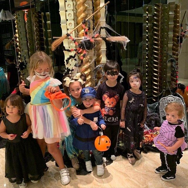 Внуки Юдашкиной на детском празднике