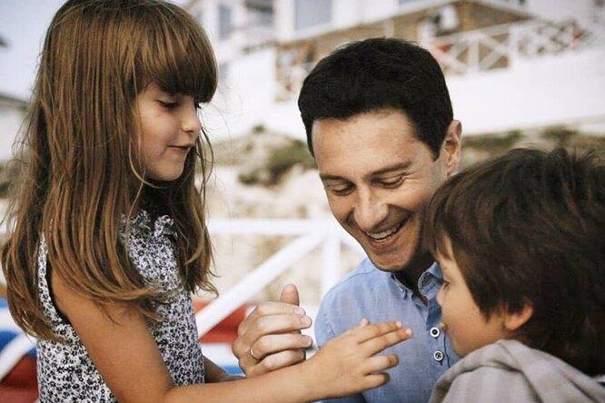 «Сына наказываю сильнее, потому что мальчик»: Антон Макарский рассказал овоспитании детей