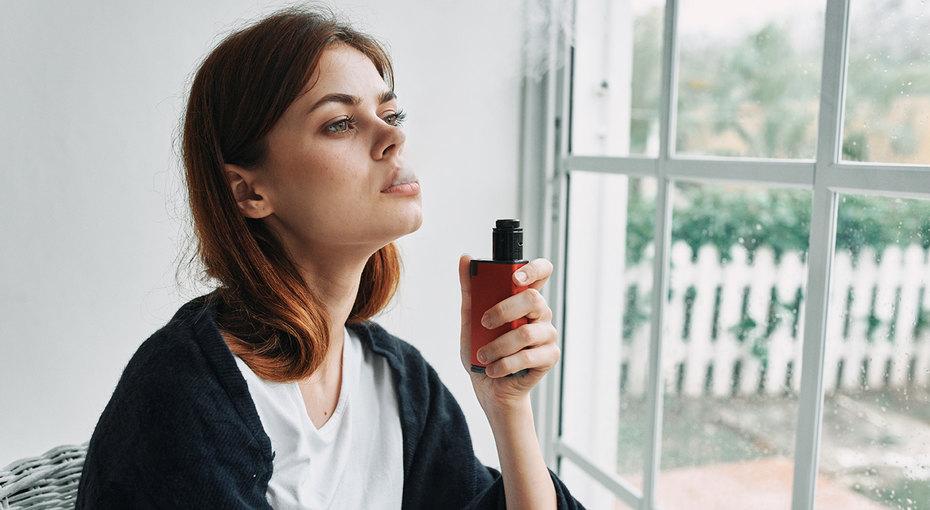 Курение вейпа повышает риски осложнений прикоронавирусе, считают американские врачи