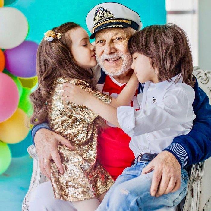 Отец Филиппа Киркорова - Бедрос Киркоров - свнуками