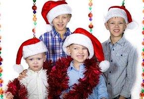 Когда дети не хотят фотографироваться, праздничные семейные фото выглядят так