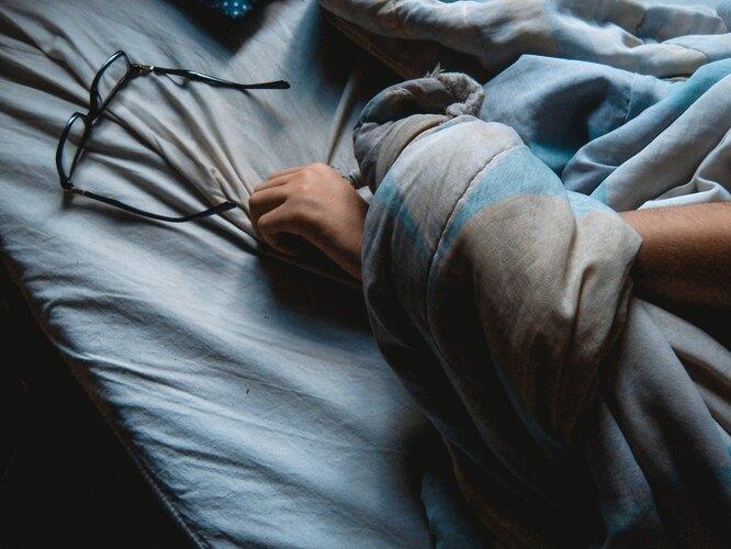 спящий, спит, мужчина, постель, очки