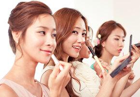 Сломай подбородок, разорись на прокладки: легко ли быть женщиной в Южной Корее