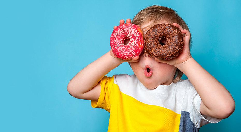 Как научить ребенка есть меньше сладкого: 6 простых советов