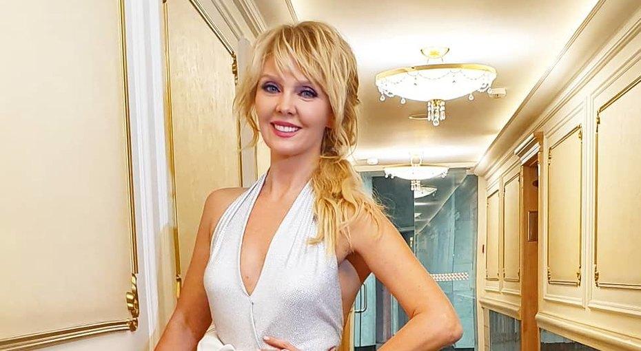 Короткая юбка икрасные сапоги-чулки: смелый образ 51-летней Валерии восхитил поклонников