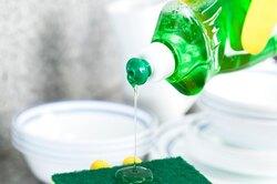 10 гениальных применений жидкости длямытья посуды