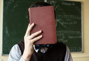В подмосковном детском саду воспитательница избила ребенка книгой по голове за то, что то он не спал