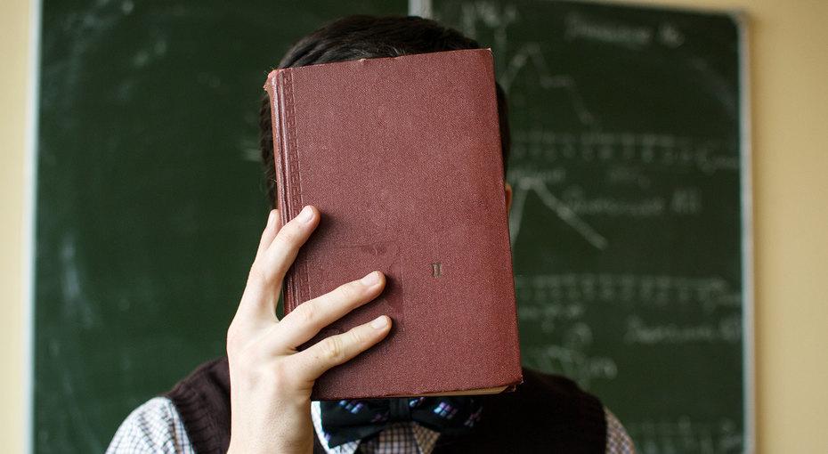 В подмосковном детском саду воспитательница избила ребенка книгой поголове зато, что то он неспал