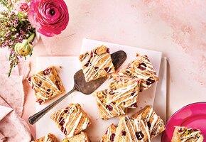 Продлить лето: готовим малиновые эклеры, пирог с ежевикой и другие десерты