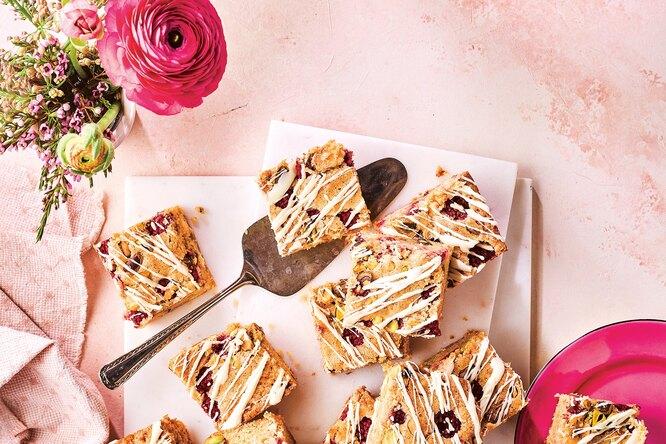 Продлить лето: готовим малиновые эклеры, пирог сежевикой идругие десерты