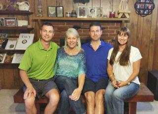 Кэтрин со сводными братьями и сестрами