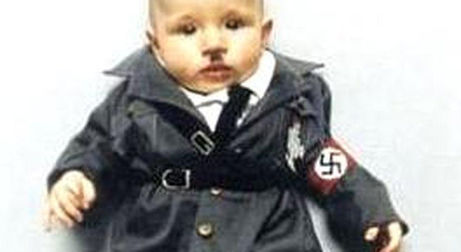 Мать превратила младенца вГитлера