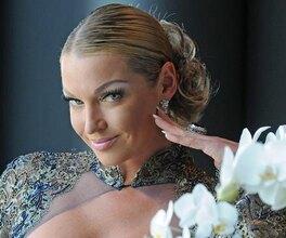 В отличной форме! Анастасия Волочкова через10 лет повторяет фото вкупальнике