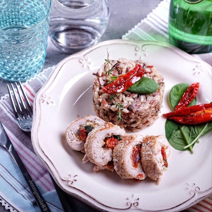 Куриные рулеты с сыром, шпинатом и вялеными томатами