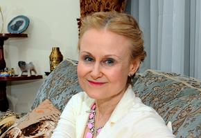 «Платье широковато в талии»: Дарья Донцова повторила снимок 15-летней давности
