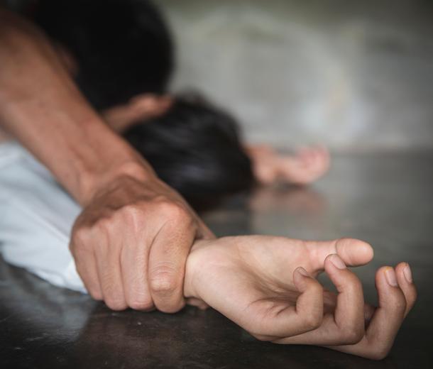 «Я сама выпила, сама разделась...» Почему жертвы изнасилования чувствуют свою вину
