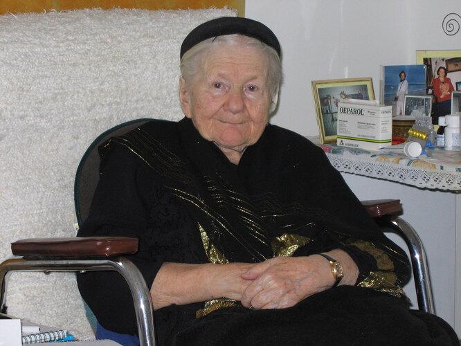 Ирена Сендлерова в клинике гериатрической реабилитации Ордена госпиталитов св. Иоанна Божьего в Варшаве. 2005