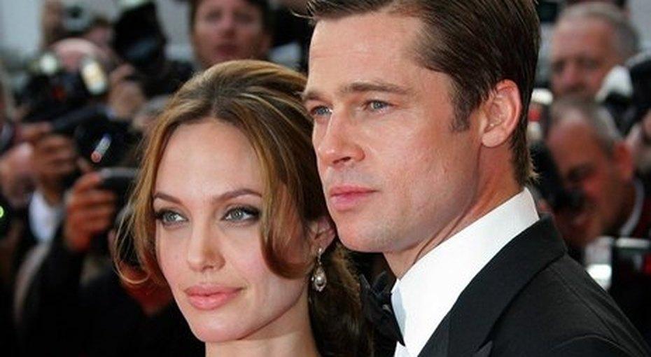 Анджелина Джоли впервые отдала детей Брэду Питту