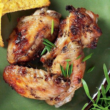 Рецепт куриных крылышек на сковородке с соусом