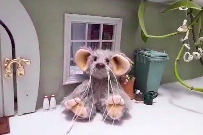 Бабушка, умирающая отрака, сделала «мышкин домик» длявнучек