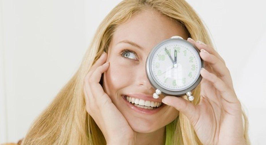 Красота почасам: вкакое время суток наносить уход длялица?
