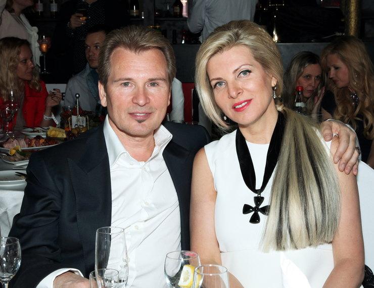 С супругой Эммой