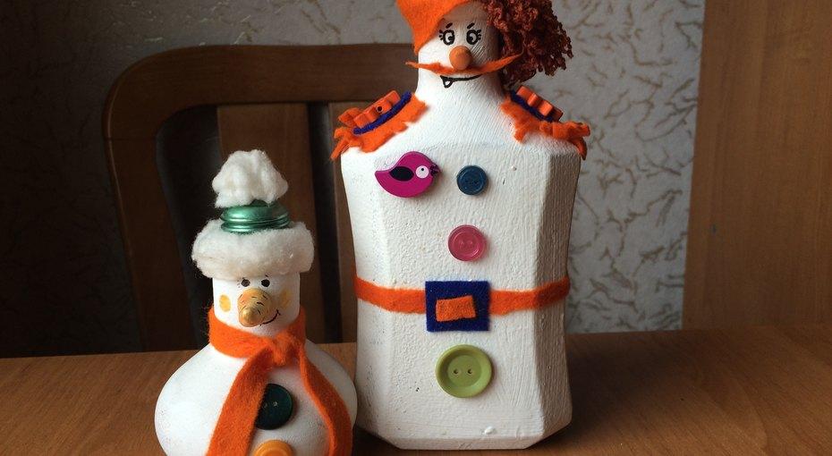 Отличный подарок - забавный снеговик излампочки ибутылки