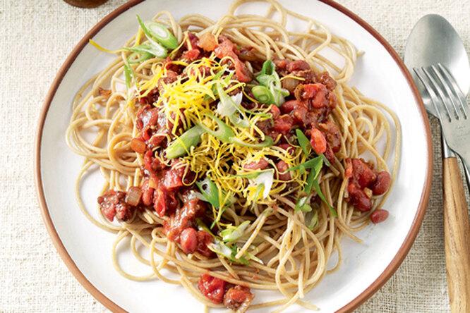 Спагетти с пряным соусом цинцинатти