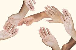 Как очистить кожу отсуперклея: 4 способа, которые действительно работают
