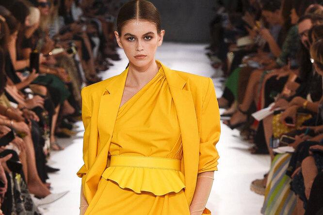 Желтый жакет, юбка вполоску, платье спринтом – счем сочетать главные вещи сезона