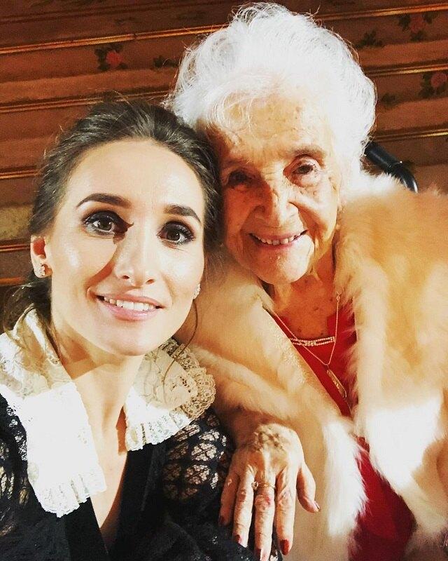 Анастасия Винокур с бабушкой