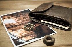 Мужчина потерял бумажник 55 лет назад. Теперь он нашелся иобъединил его семью