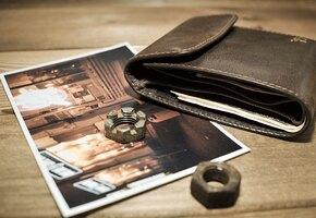 Мужчина потерял бумажник 55 лет назад. Теперь он нашелся и объединил его семью