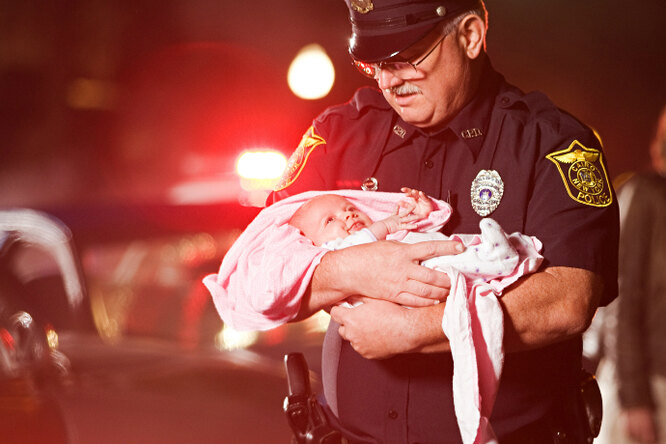 Таинственный голос помог полицейским спасти ребенка