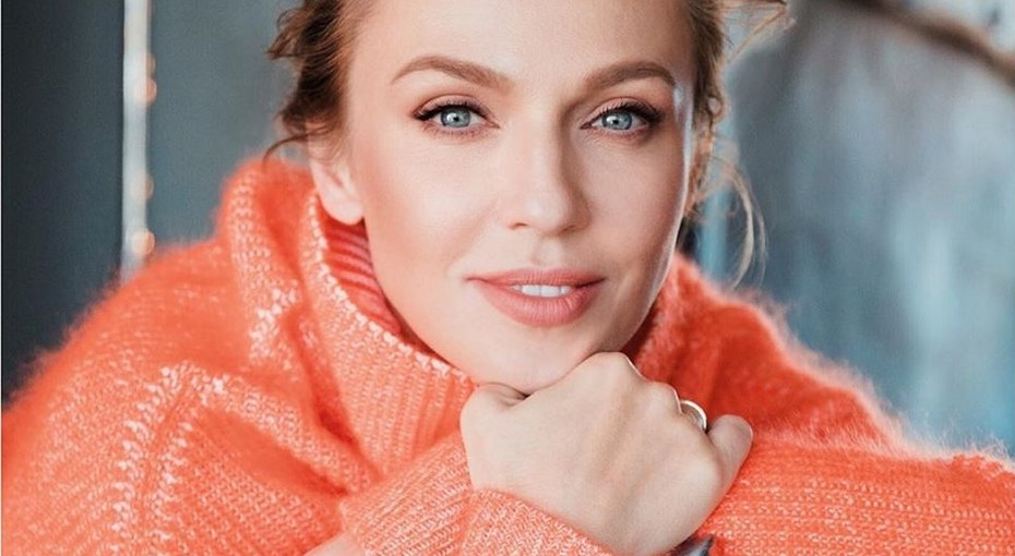 «Самый оригинальный комплимент»: 40-летняя Альбина Джанабаева рассказала, как награнице неповерили вее возраст