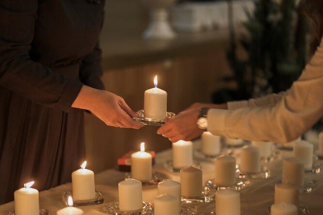 Родные зажигали свечи в память о каждом ребенке