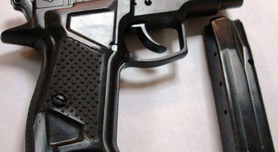 Четырёхлетний ребенок выстрелил себе вголову