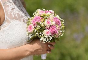 Лимоны, рога, кастет: какие еще странные букеты выбирают невесты для свадьбы