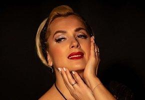 «Медовая блондинка!» 46-летняя Мария Порошина на новом фото напомнила публике Мэрилин Монро